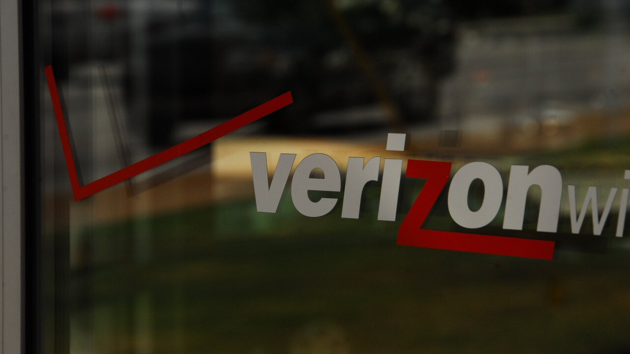 Verizon iPhone sales tumble 33%