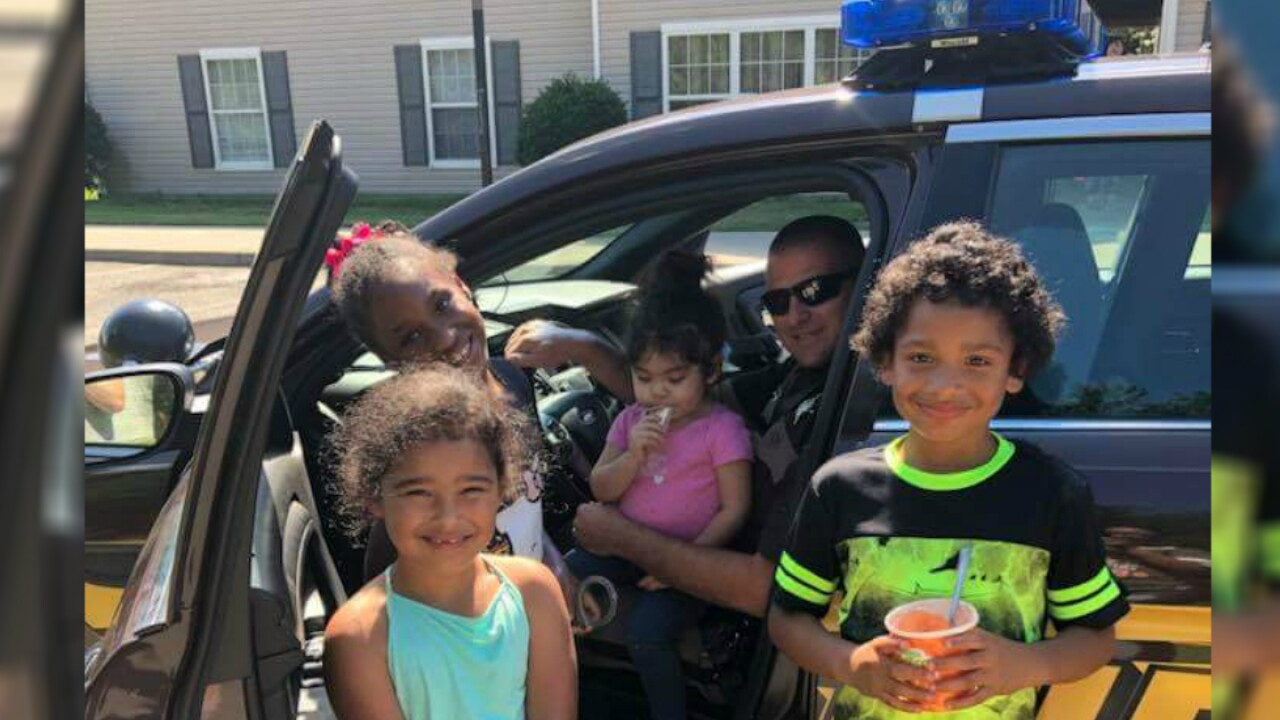 Deputy gives kids tour of squad car at Tappahannockapartments
