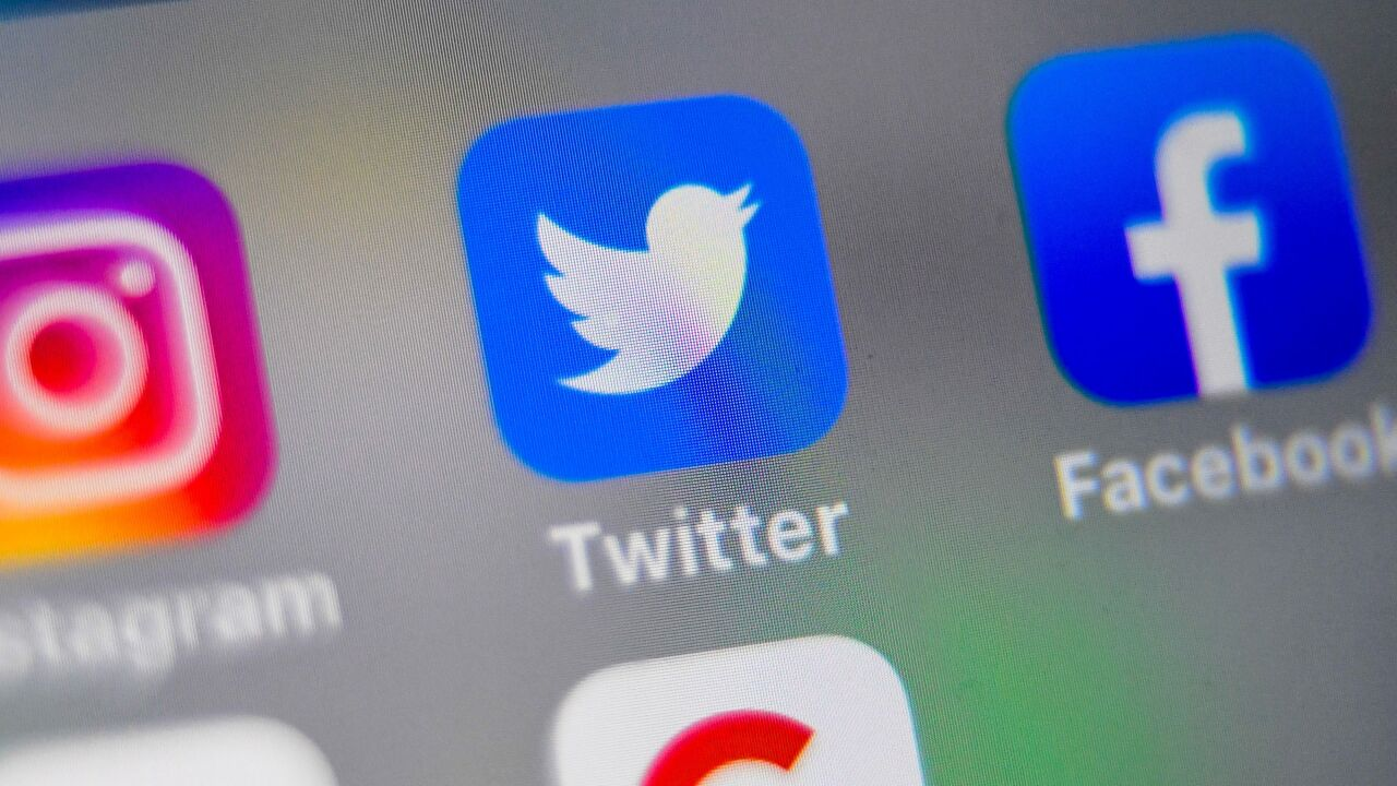 Iowa reporter who exposed racist tweets no longer at the paper after readers revealed his own