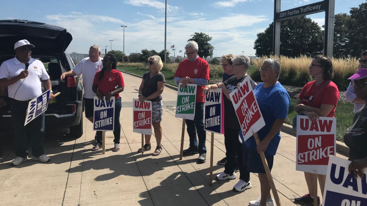 UAW strike day 5 lawmakers-2