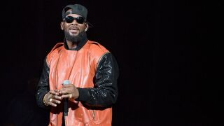 R. Kelly arrested in Chicago on federal sex crime charges