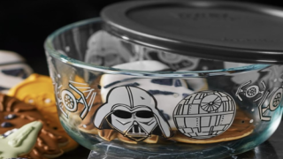 You Can Buy A Star Wars-themed Pyrex Set