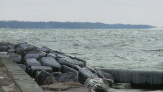 5 governors push presidential candidates to aid Great Lakes