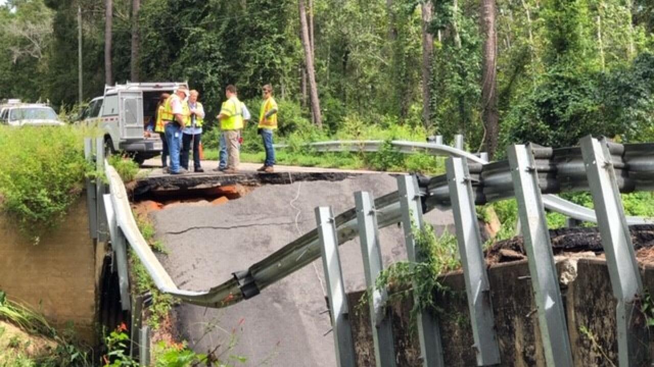 Bridge between Florida-Georgia line collapses, causes crashes