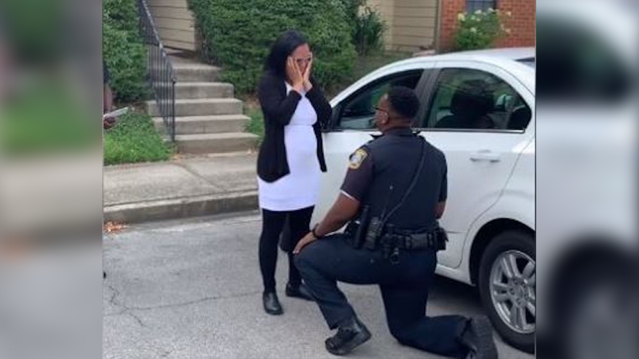 Kentucky police officer proposes to girlfriend during 'traffic stop'