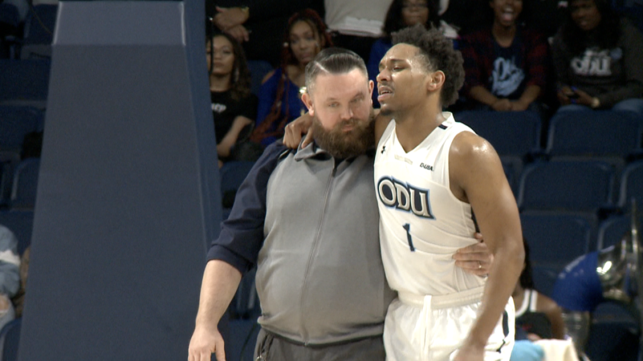 Jason Wade leaves ODU men's hoops game with right kneeinjury