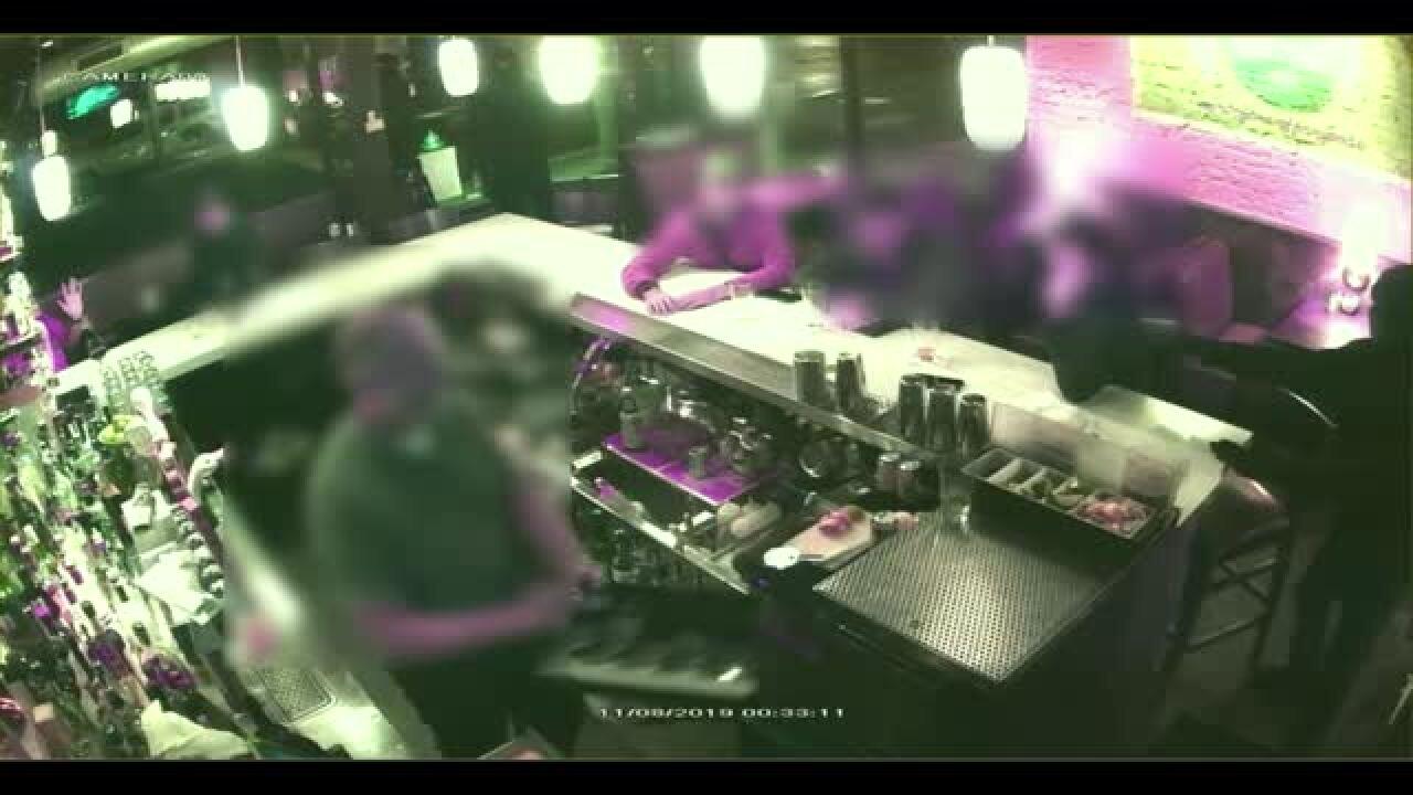 Video shows masked gunmen rob diners at Richmondrestaurant