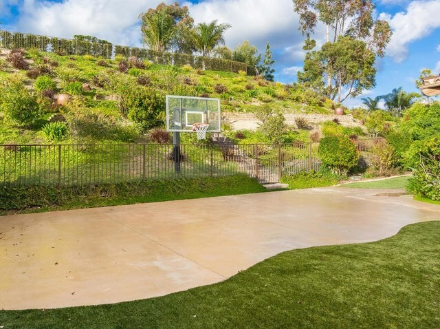 San Diego celebrity sells $4,395,000 Carmel Valley home