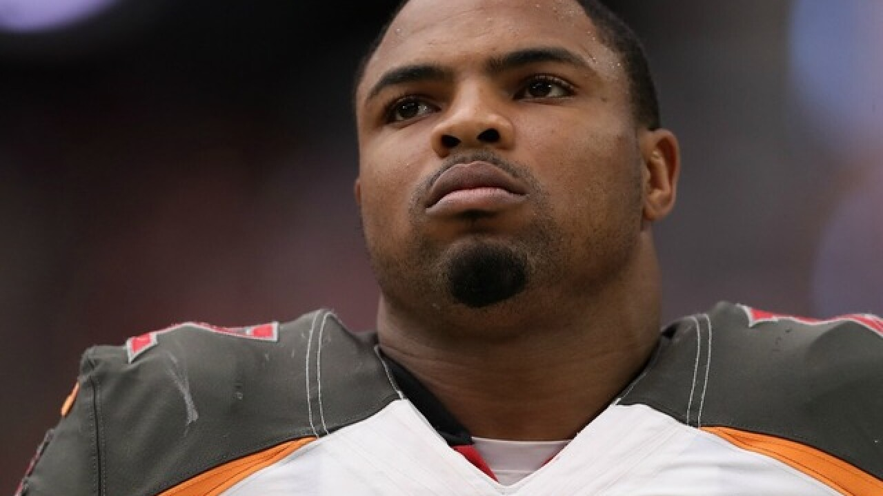 Former Bucs RB Doug Martin signs with Raiders