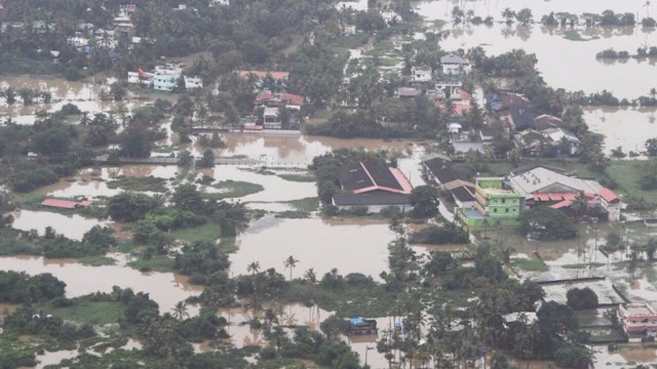 India floods: Hundreds killed, thousands missing