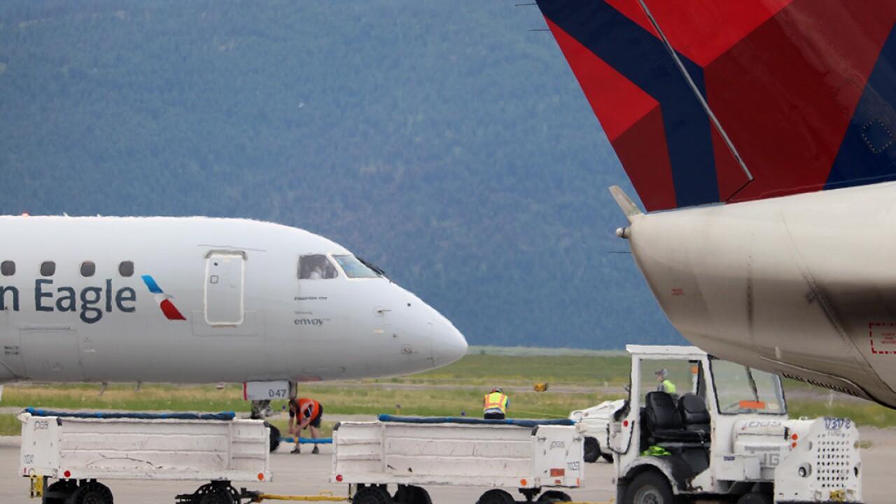 Ground handling at Missoula International Airport (Martin Kidston/Missoula Current)