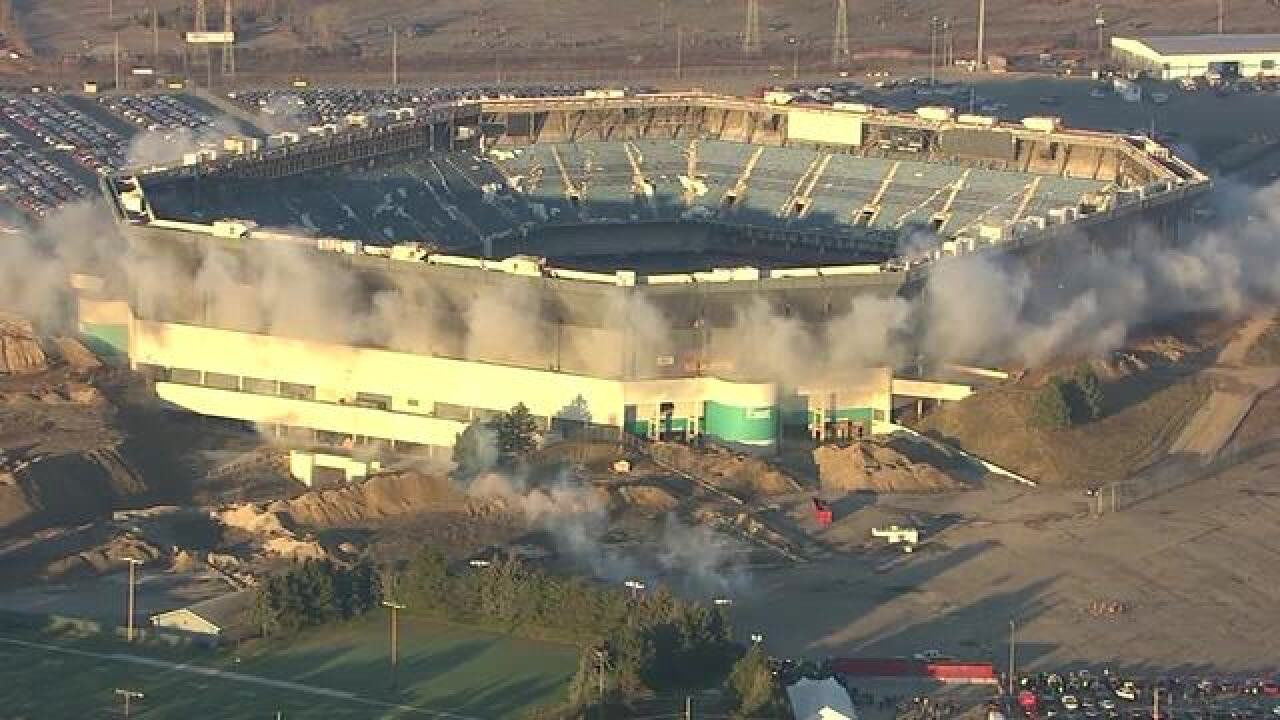 Pontiac Silverdome still stands after implosion