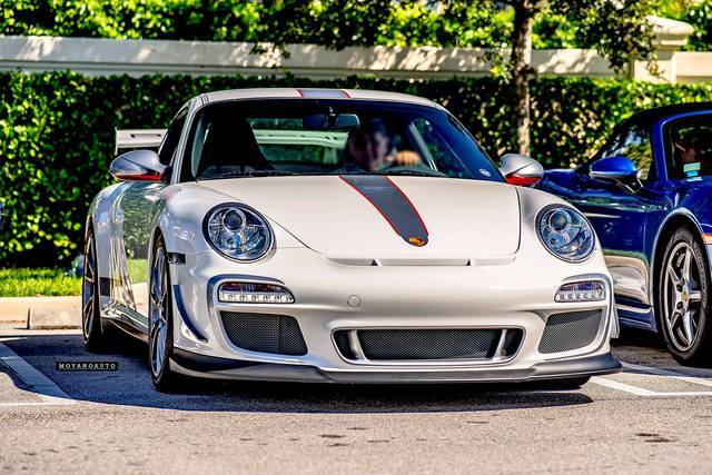 Porsche gallery to entertain your brain