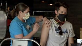 restaurant workers get vaccine