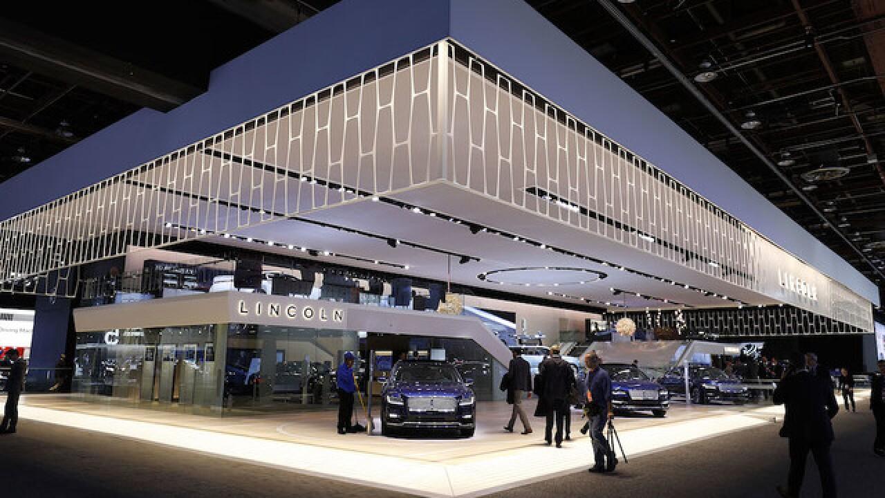 Shanghai Auto Show Lincoln Unveils 1st Gas Electric Hybrid