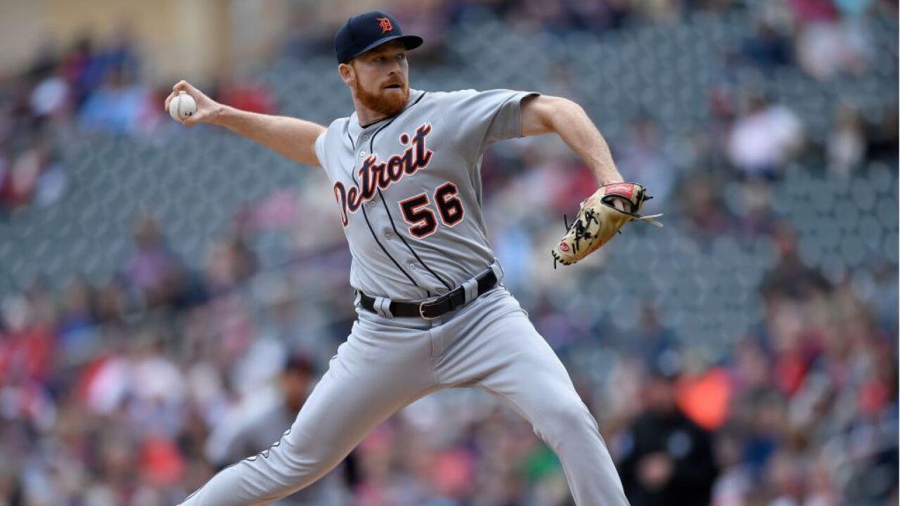 Hicks hits tiebreaking homer, Tigers top Twins in DHopener
