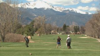 Colorado golfers flock to courses during COVID-19 pandemic