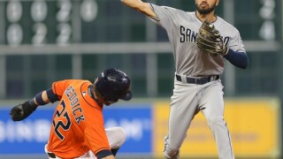 Pirela, Padres end Astros' 5-game winning streak, 4-1