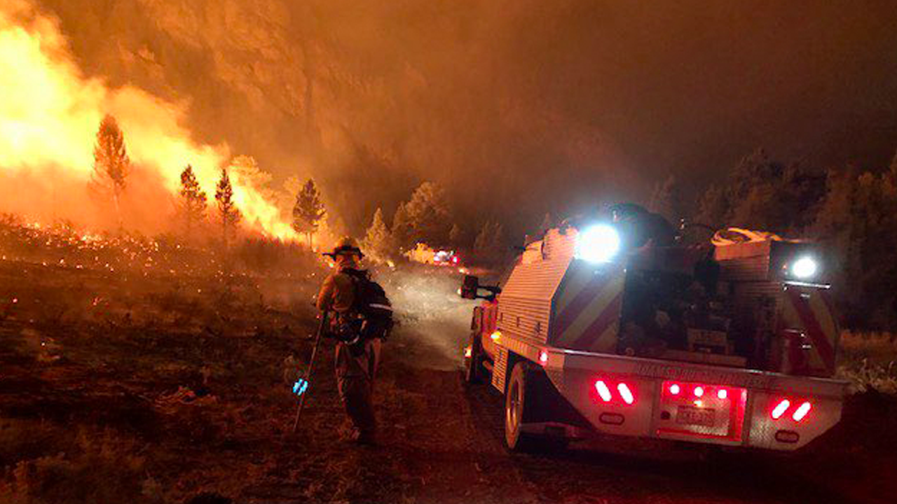 cameron-peak-fire-nightime-92520.png