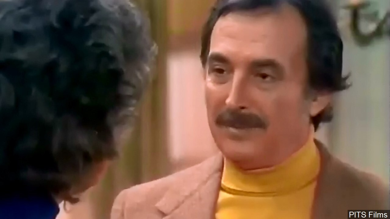 Bill Macy in a scene from the TV series 'Maude'.jpg
