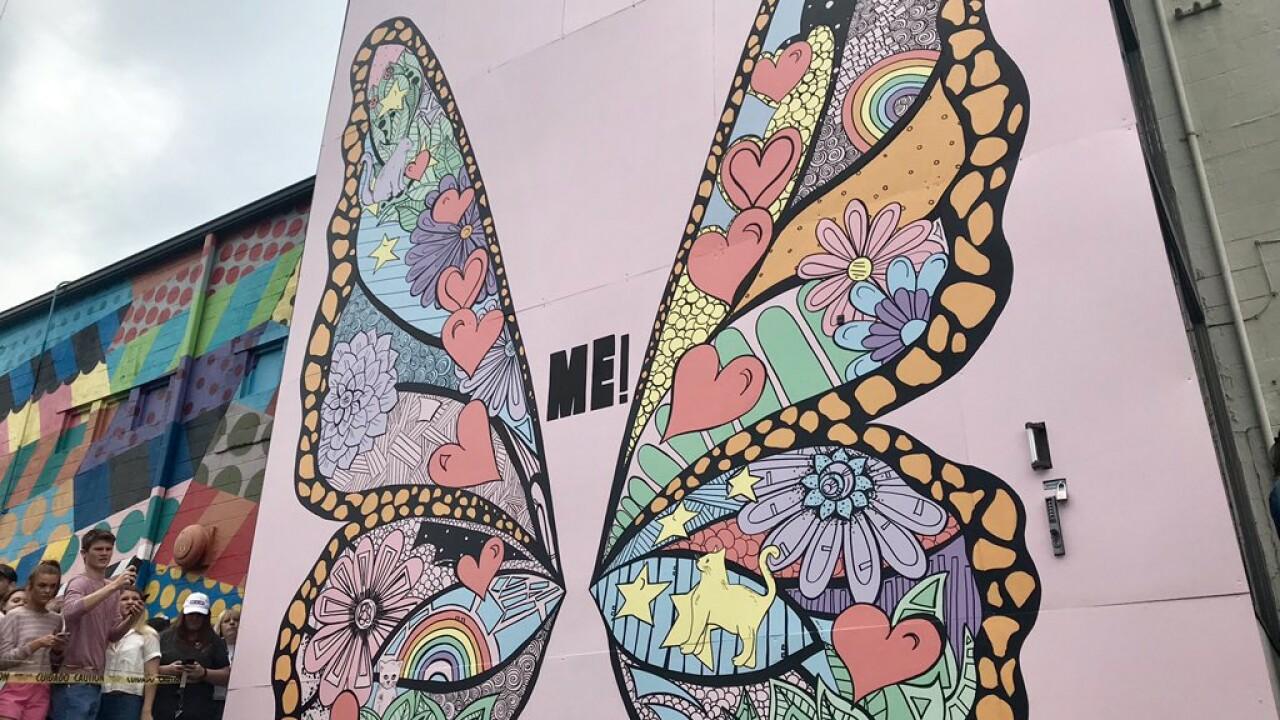 It was no rumor! Taylor Swift stops by butterfly mural in Nashville