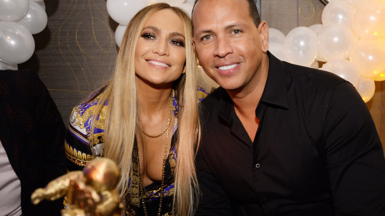 Jennifer Lopez and Alex Rodriguez donate year's worth of food to Tennessee elementary students