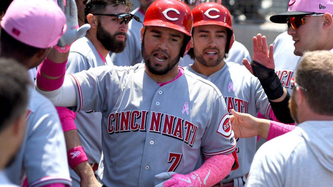 Reds sweep Dodgers; Votto, Suarez homer in 5-3 win