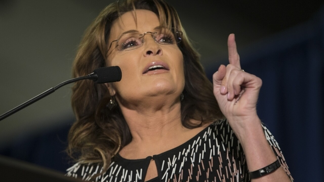 Palin attends event despite husband's injury