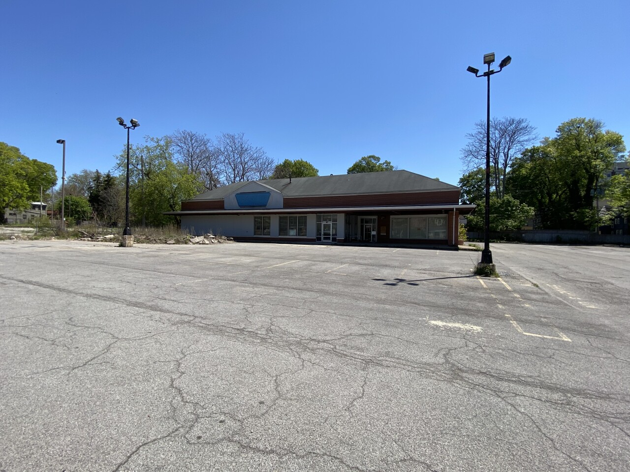 West Utica Grocery Store site