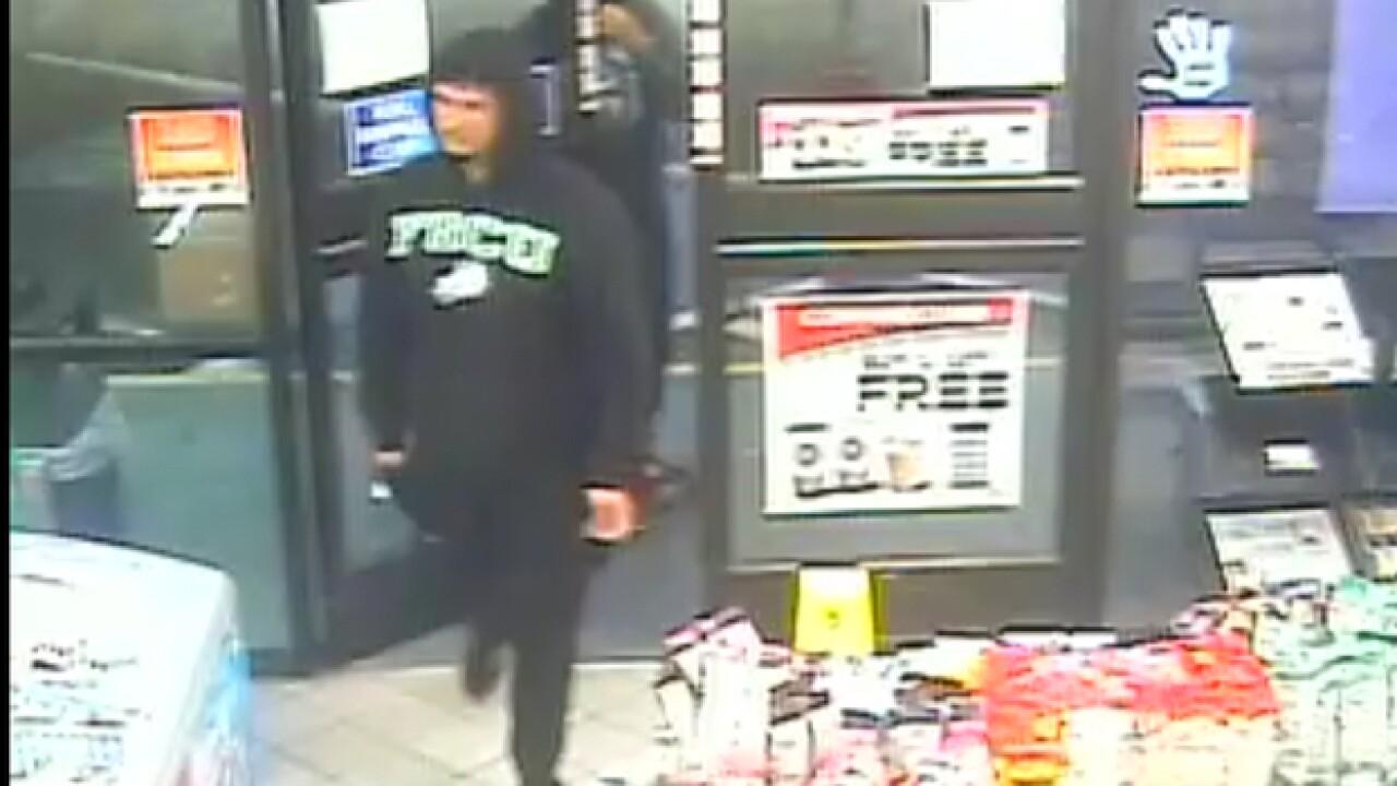 Armed men rob Cape Coral convenience store