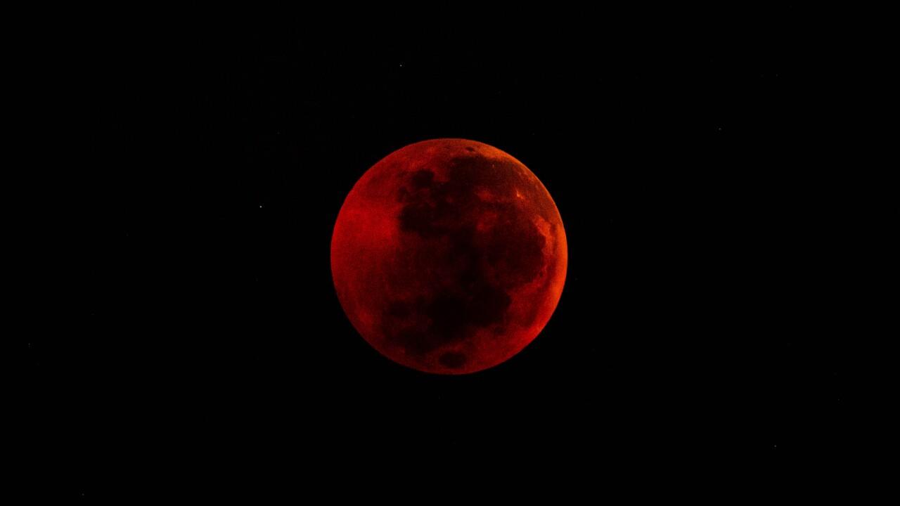 magic red full moon 2019 - photo #11