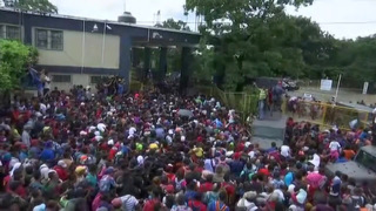 Migrant caravan resumes march north from Mexico-Guatemala border