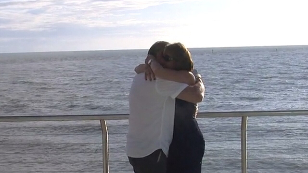 VIDEO: Man drops engagement ring into ocean during proposal