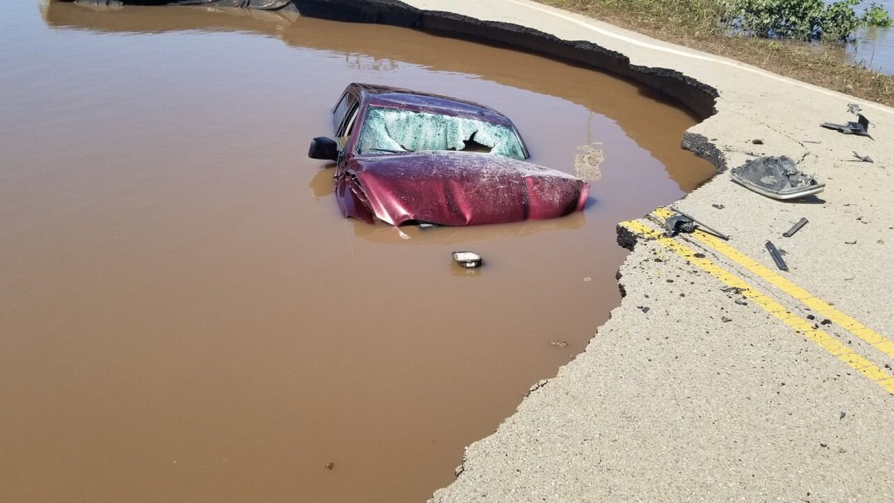 Oklahoma driver ignores flood barricades, drives into sinkhole