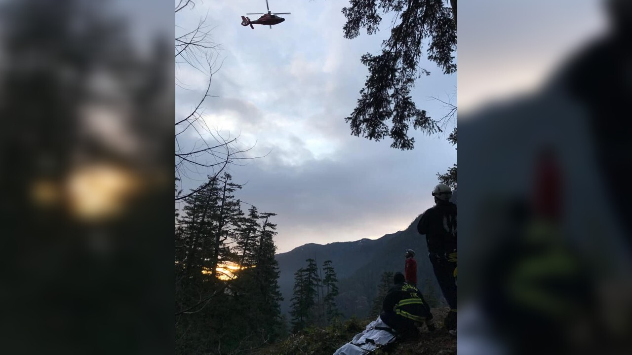 Trail runner breaks leg, crawls on all fours for 10 hours before being rescued