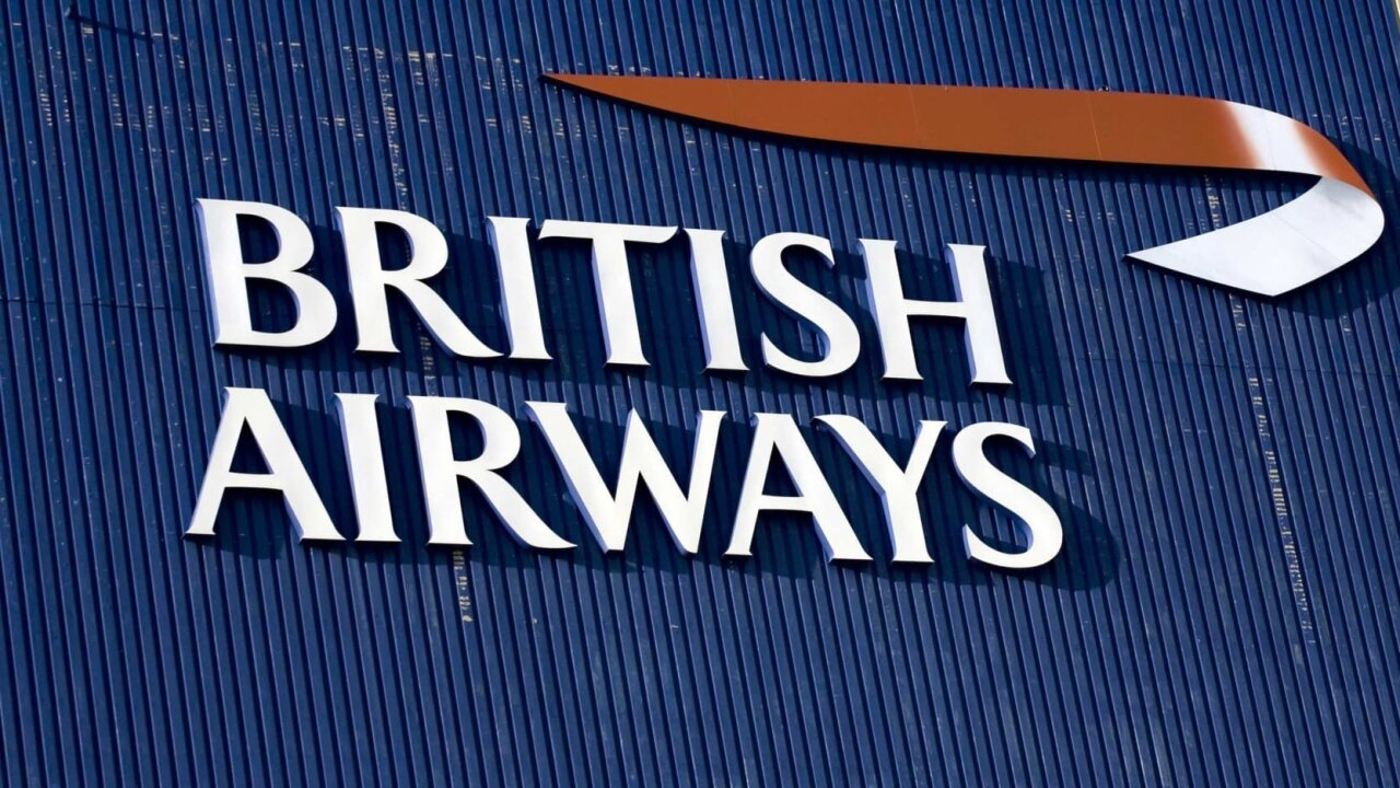 Video shows British Airways flight attempting to land amid strong winds