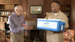 Active military members deliver food to veterans