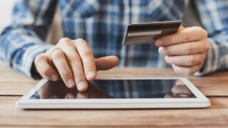 Protect yourself from online holiday shopping schemes