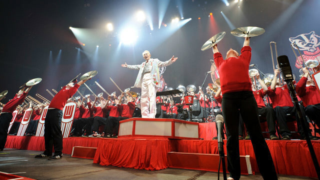 UW band director to step down