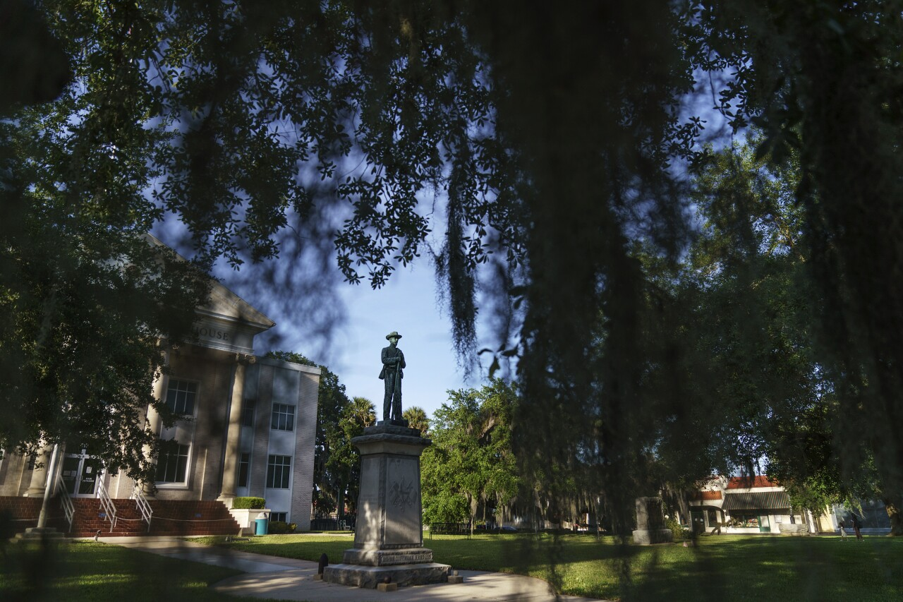 Confederate statue outside Putnam County Courthouse in Palatka, April 2021