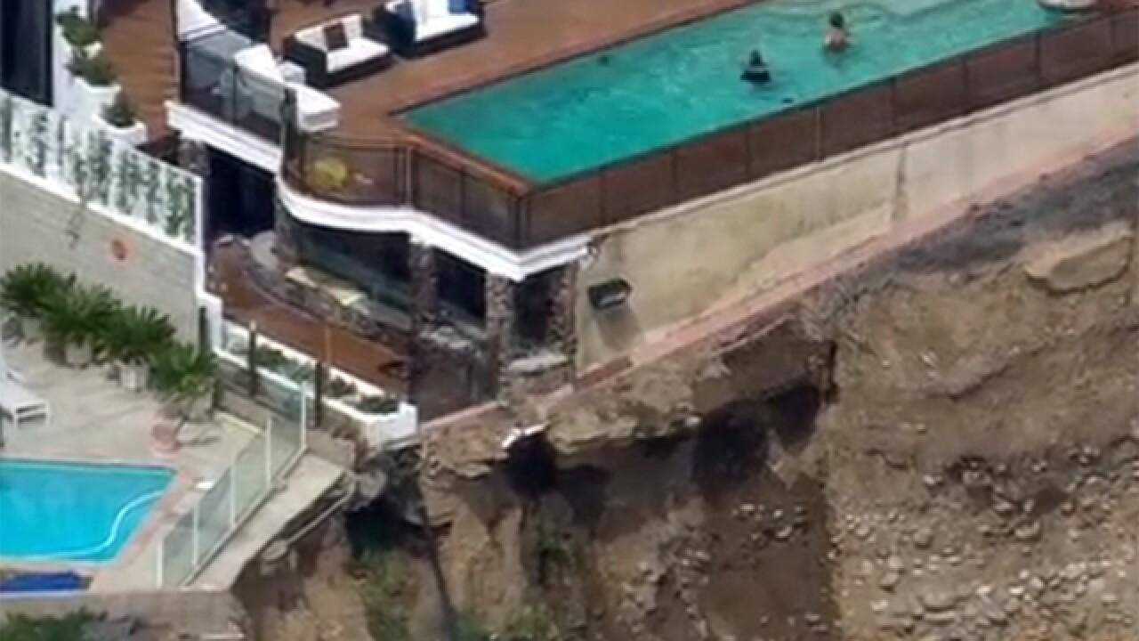 Bluff collapses in La Jolla, swimmers unfazed