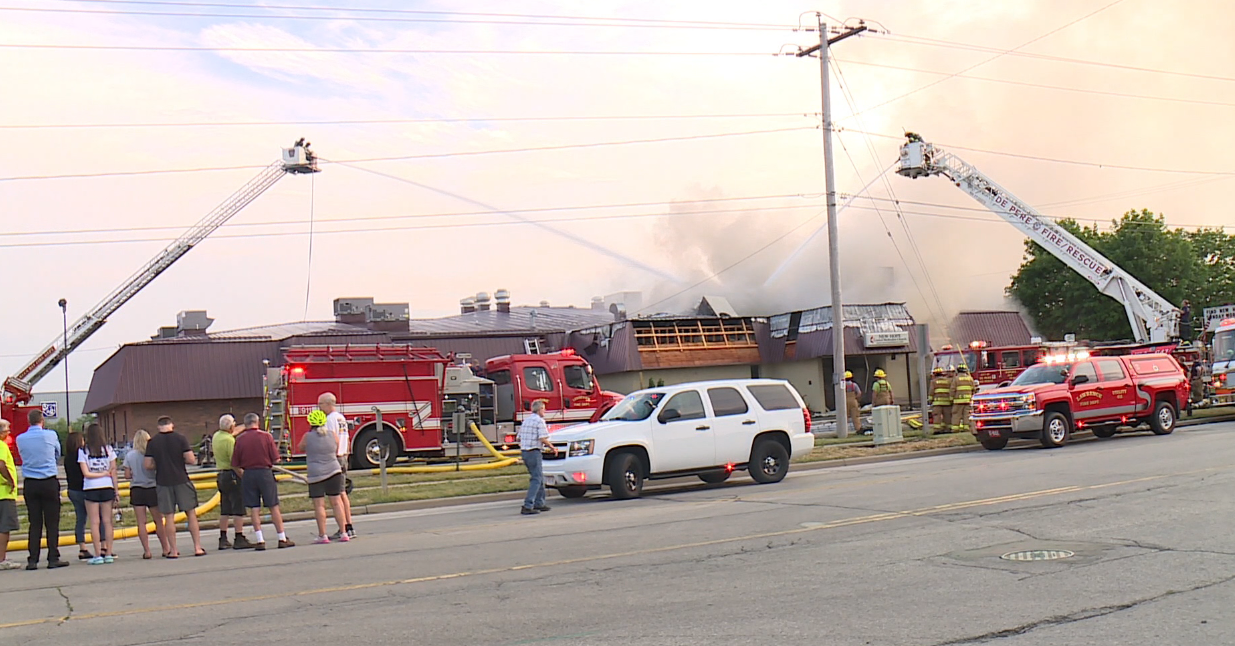Fire destroys church and restaurant; local church offers to host congregation