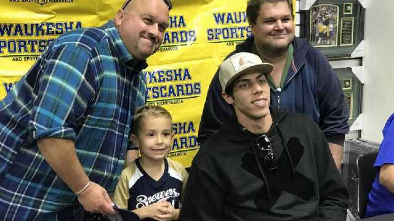 Yelich signs autographs day after Brewers win