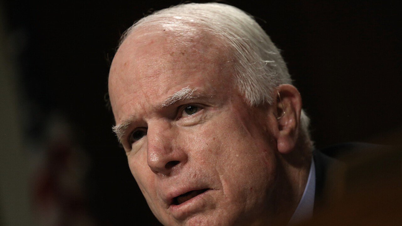 McCain defeats Republican challengers, winning Az. primary