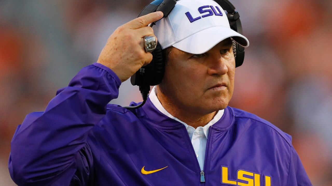 Les Miles signs 5-year contract to coach Kansas