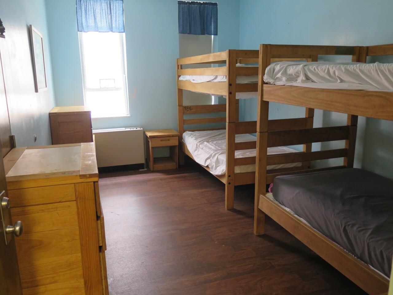 Salvation_Army_shelter_room.JPG