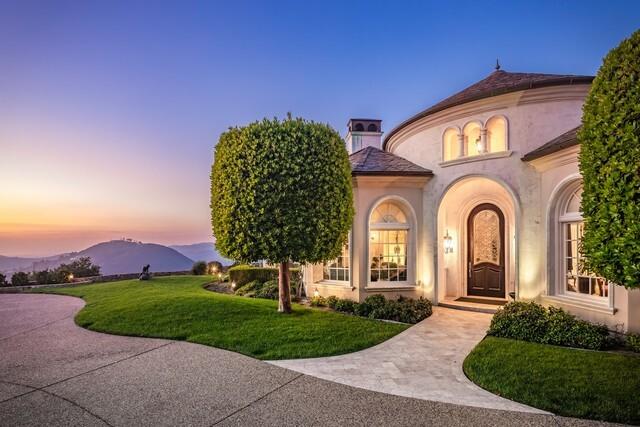 Rancho Santa Fe home high on a hilltop