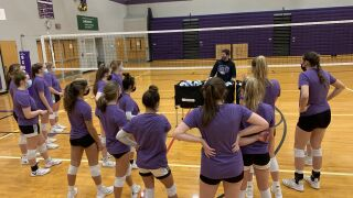 Schoolcraft volleyball leaning upon senior leadership