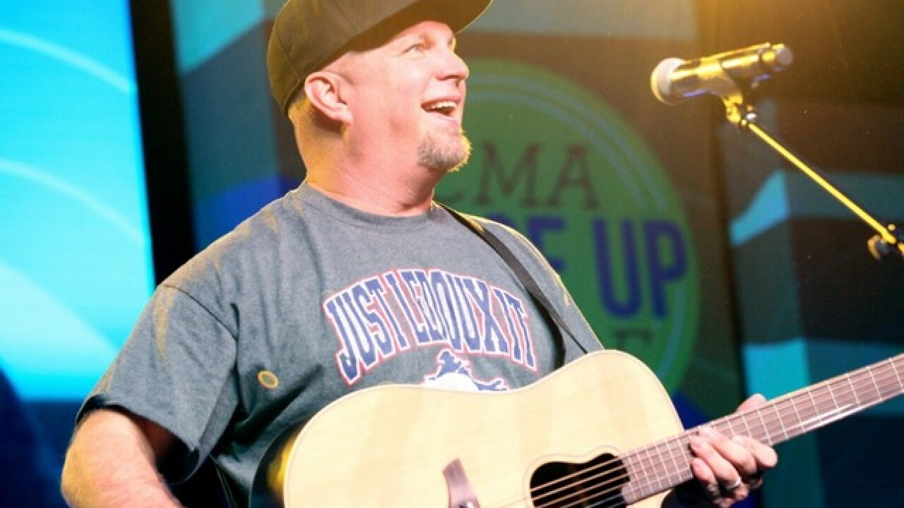 Garth Brooks to visit State Farm Stadium in Glendale in 2019