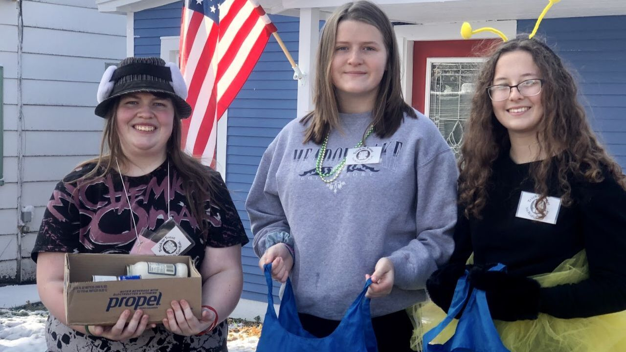 """CMR students conduct annual """"Trick Or Treat So Kids Can Eat"""" campaign"""